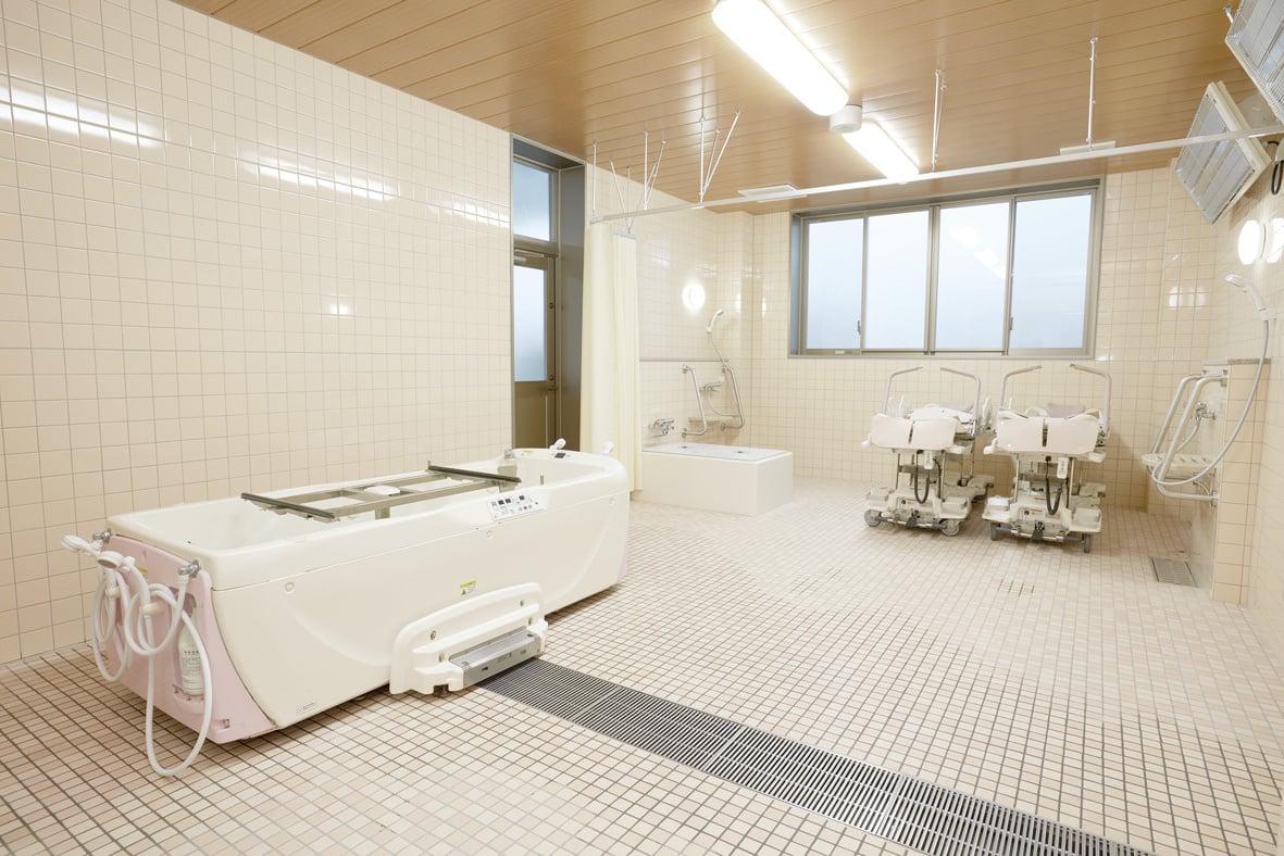 2F / 浴室